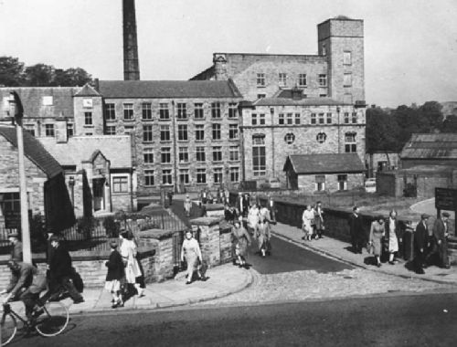 Workers leave Waterhouse Mill, Bollington, Cheshire, UK (1959)